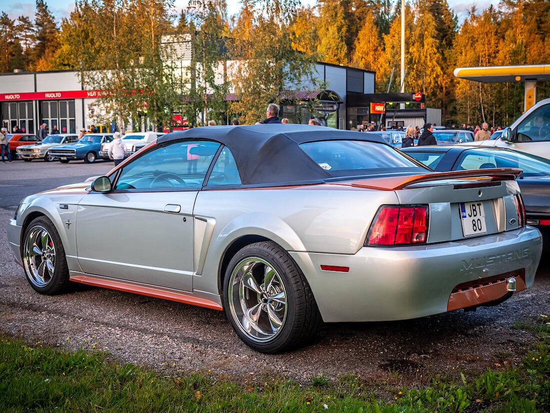 2000 Ford Mustang V6 Convertible vetokoukulla