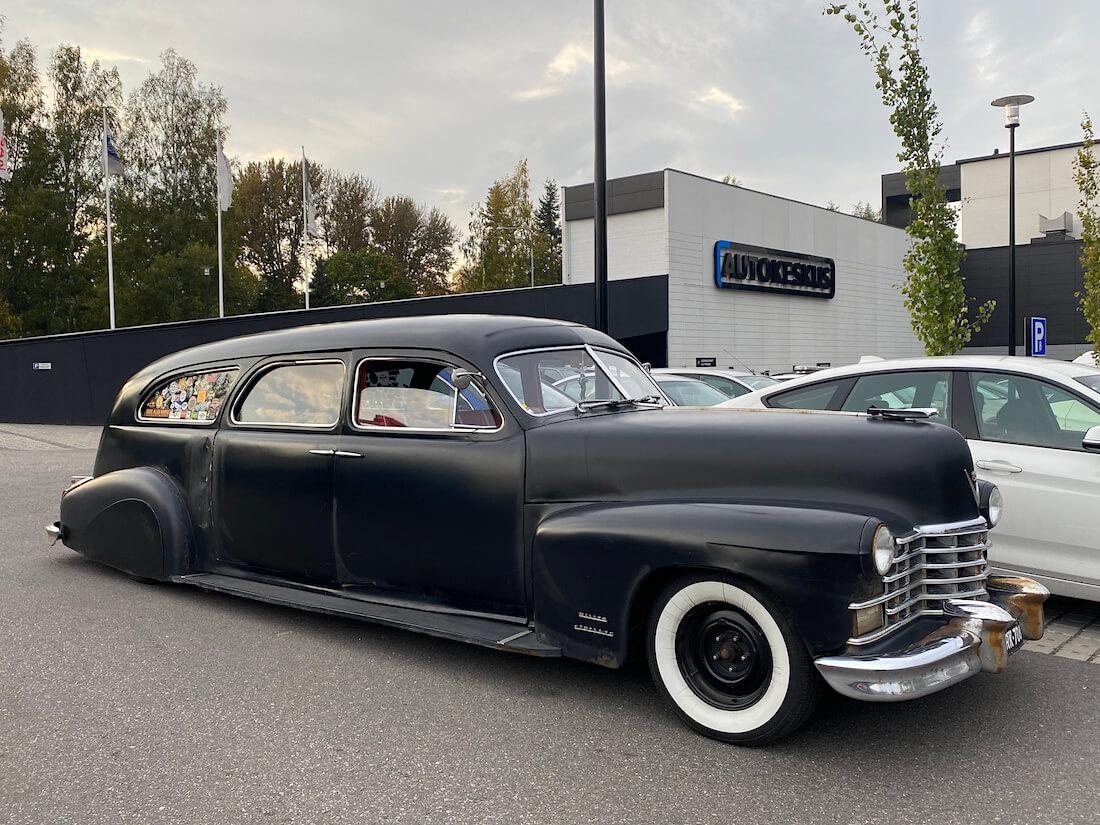 V8 Cadillac Hese Tolosen muistoajoissa Helsingissä