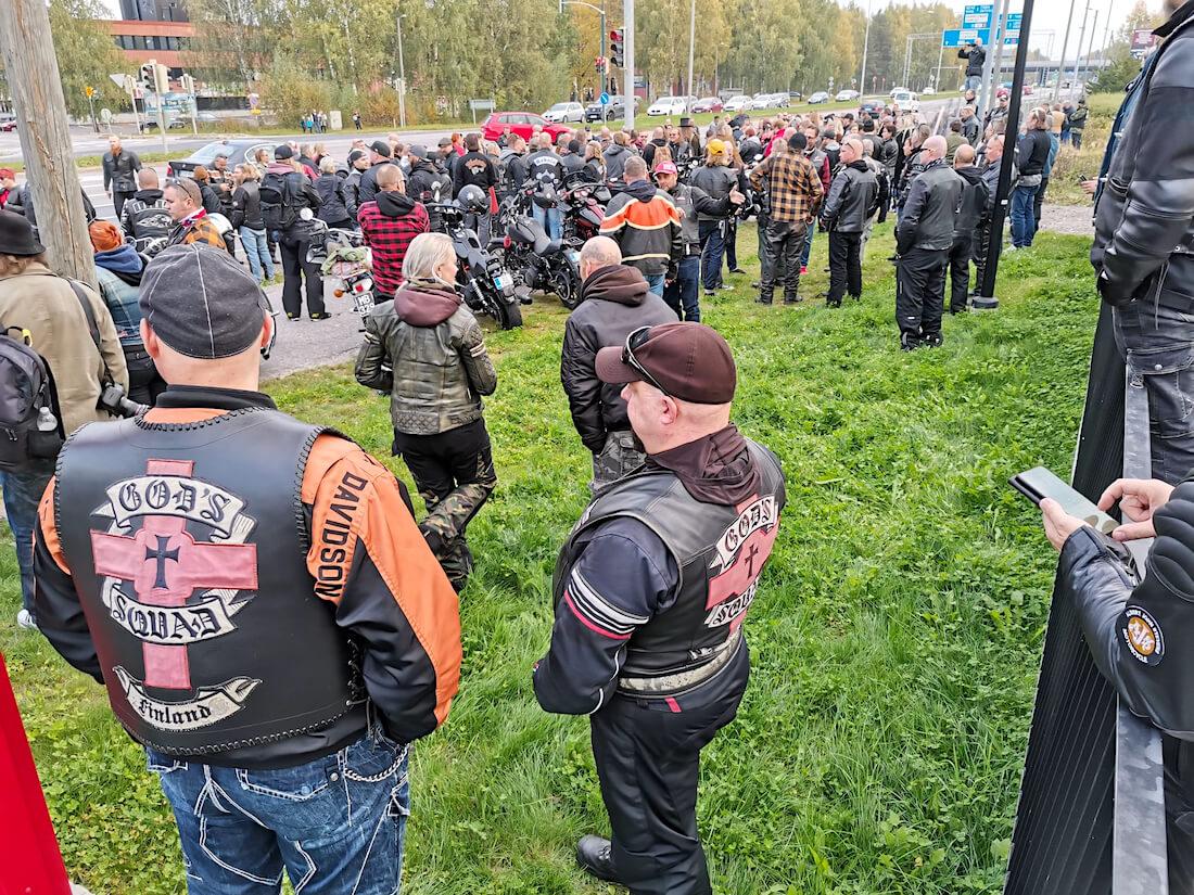 MC God's Squad moottoripyöräkerhon motoristeja Hese Tolosen muistoajoissa