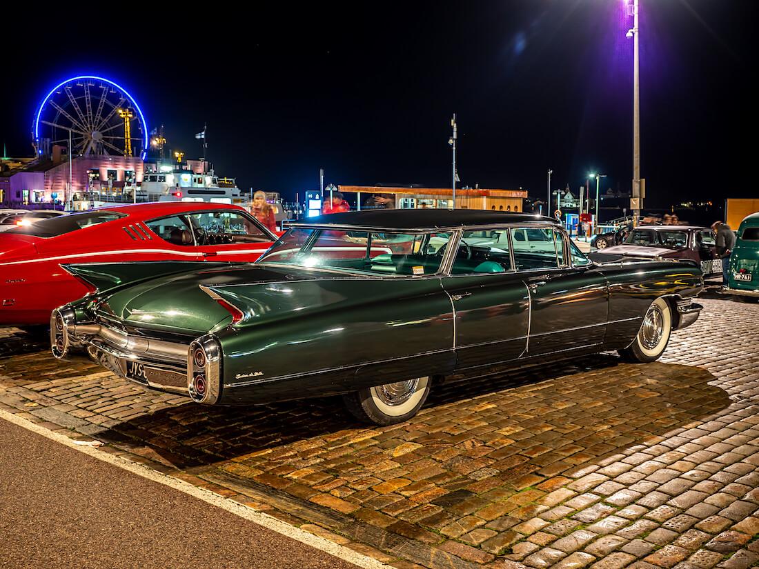1960 Cadillac Sedan DeVille jenkkiauto Helsingin kauppatorilla