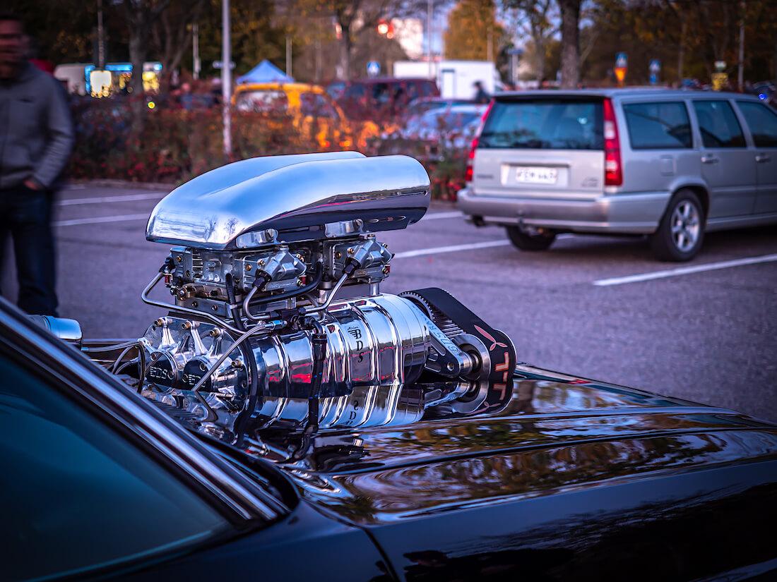 BDS remmiahdin 1970 Dodge Challengerin keulalla