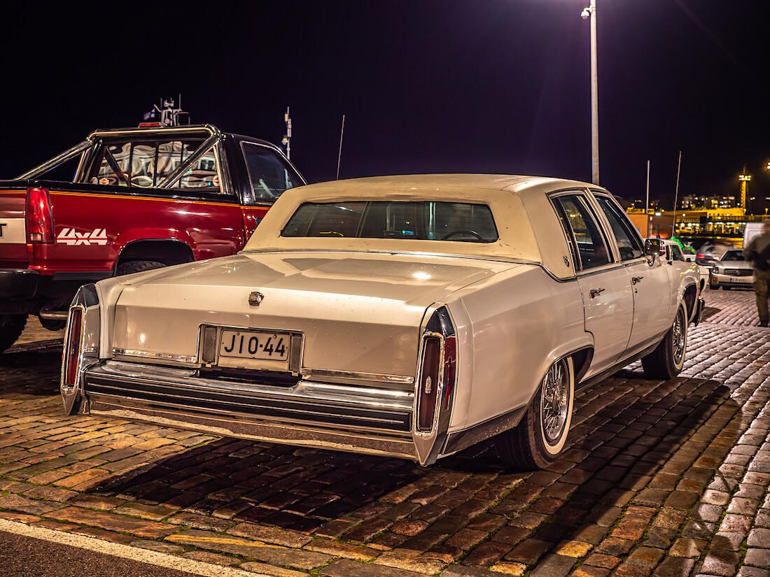 1985 Cadillac Fleetwood Brougham jenkkiauto Helsingissä