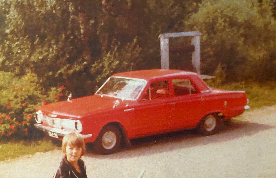 Thony Nyman ja punainen 1964 Plymouth Valiant