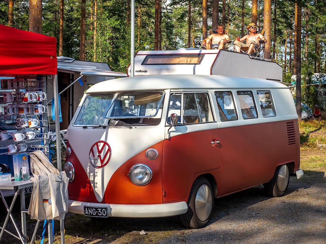 1964 Volkswagen junakeula kleinbus Full moon -pölykapseleilla