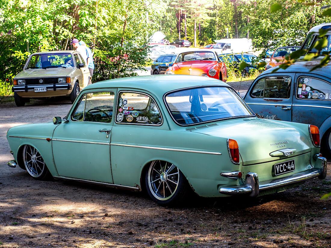 Vihreä madallettu 1964 Volkswagen Type3 Notchback