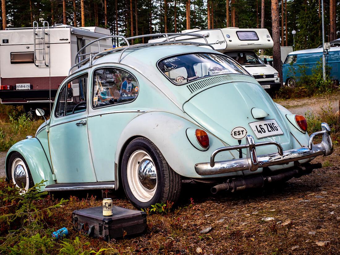 Sininen 1965 Volkswagen VW1200 Viron kilvillä