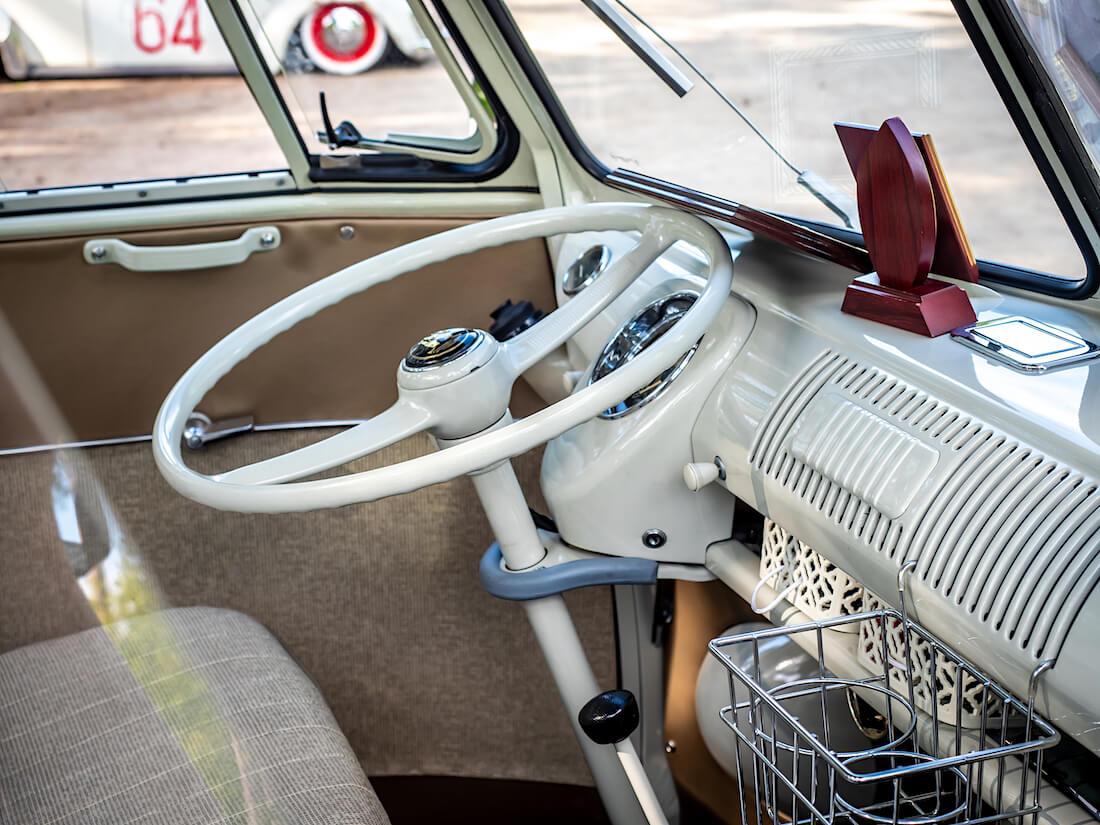 1966 Volkswagen junakeula sonderbussin ohjaamo
