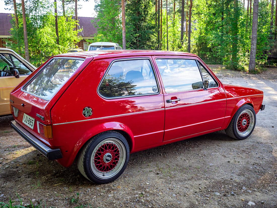 Punainen 1980 Volkswagen Golf Mk1 Turbo BBS-vanteilla