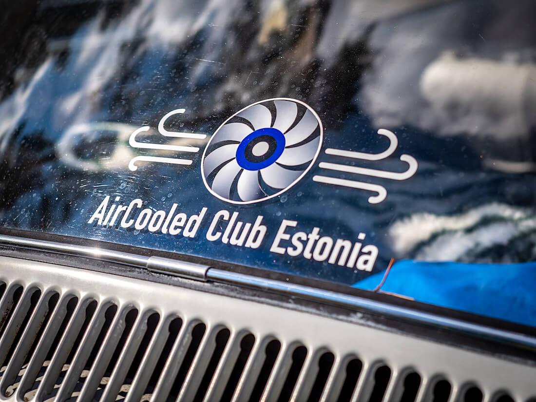 Aircooled Club Estonia -autokerhon tarra takalasilla