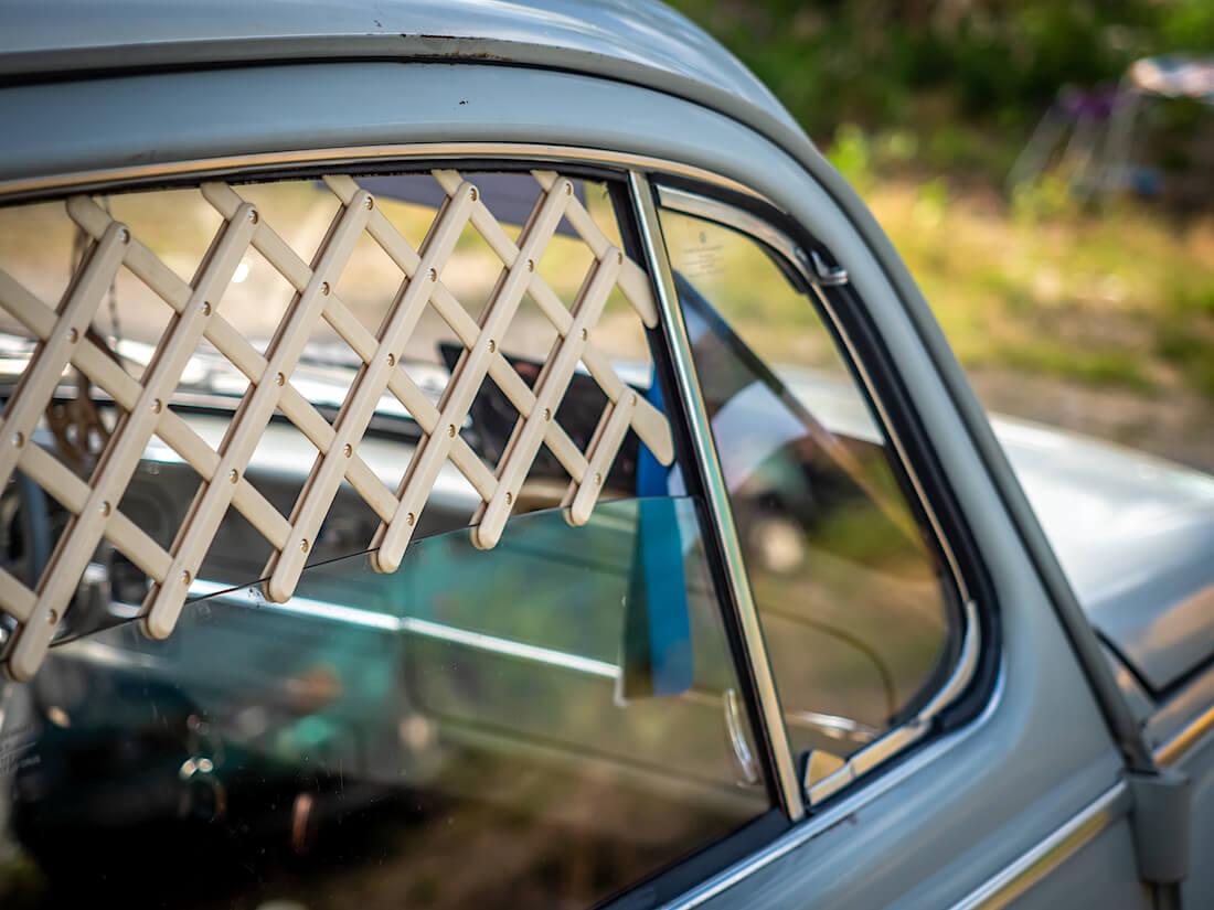 Lisävaruste kuplavolkkarin ikkunalla