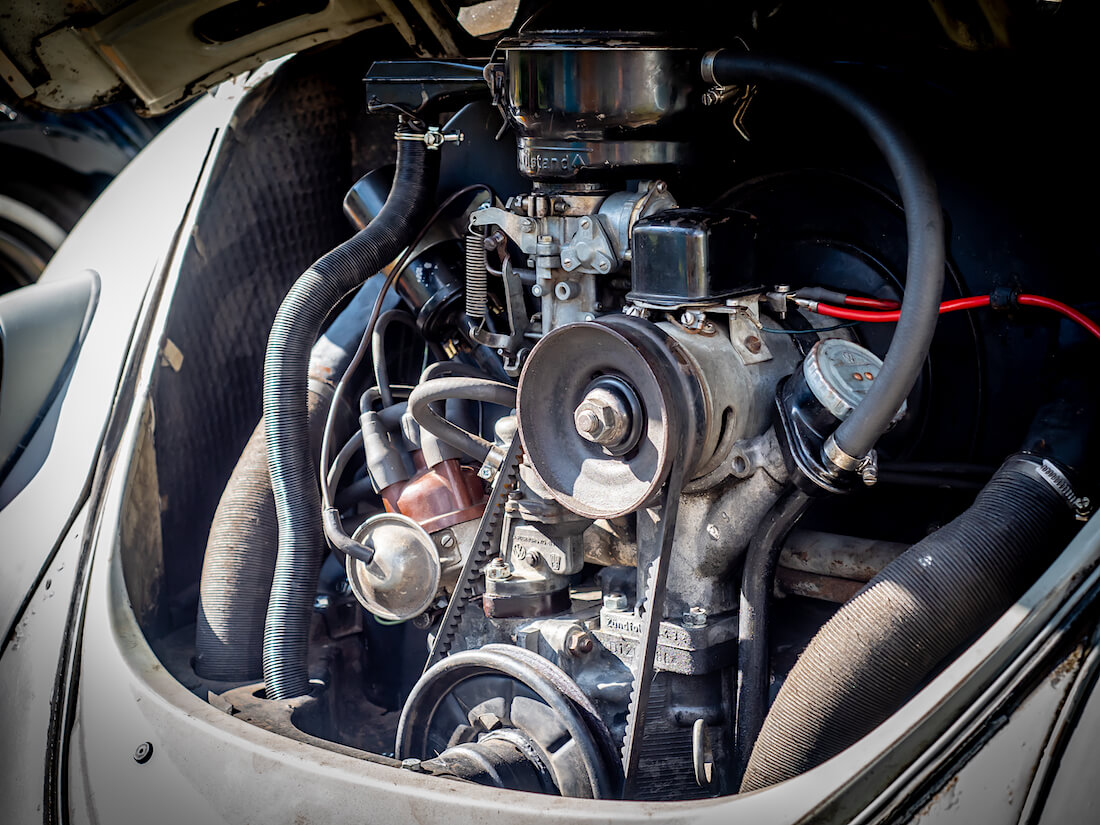 Vuosimallin 1965 Volkswagen kuplan ilmajäähdytteinen bokserimoottori