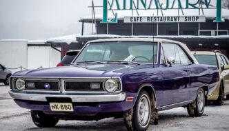 Violetti 1971 Dodge Dart GT museajoneuvo Lahnajärvellä