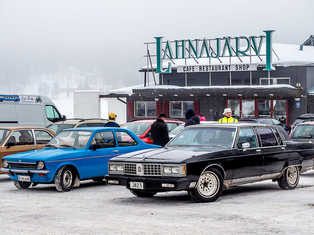 1980 Oldsmobile 98 Regency ja Opel Kadett C Lahnajärvellä