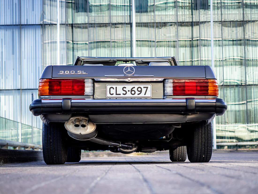 Mercedes-Benz 380 SL avoauto takaa