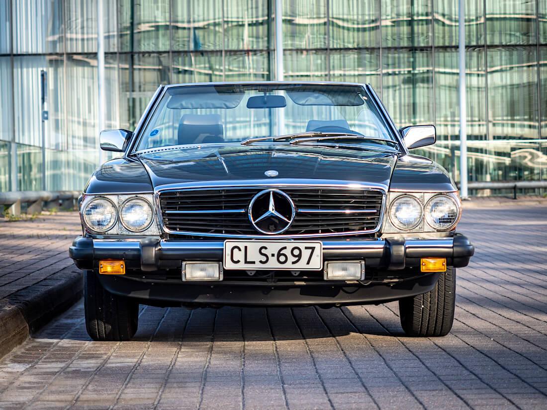 1985 Mercedes-Benz SL 380 R107 urheiluauto V8-moottorilla