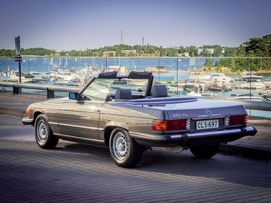 1985 Mercedes-Benz 380SL Espoon Keilaniemessä