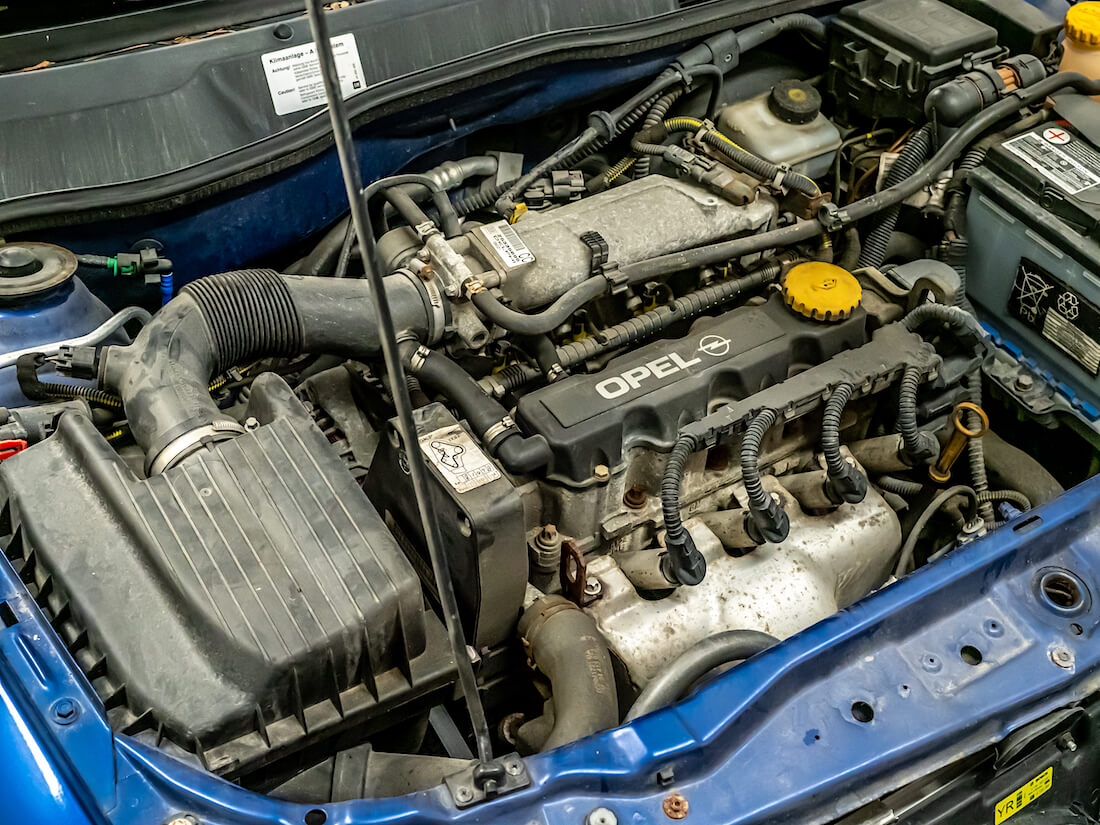 Opel Astra G henkilöauton 1.6-litrainen 8-venttiilinen moottori
