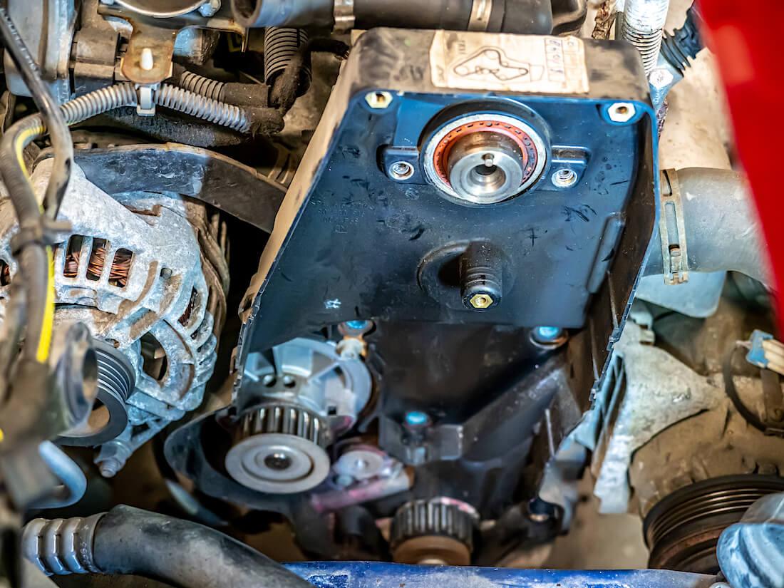 Opel Astra G 1.6 jakopään hihnakotelon irrotus