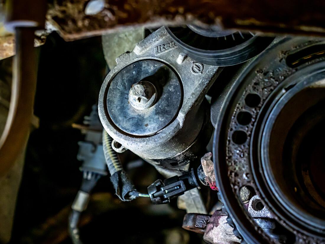 Opel Astra G 1.6L 8V SOHC-moottorin kiilahihnan kiristinrulla