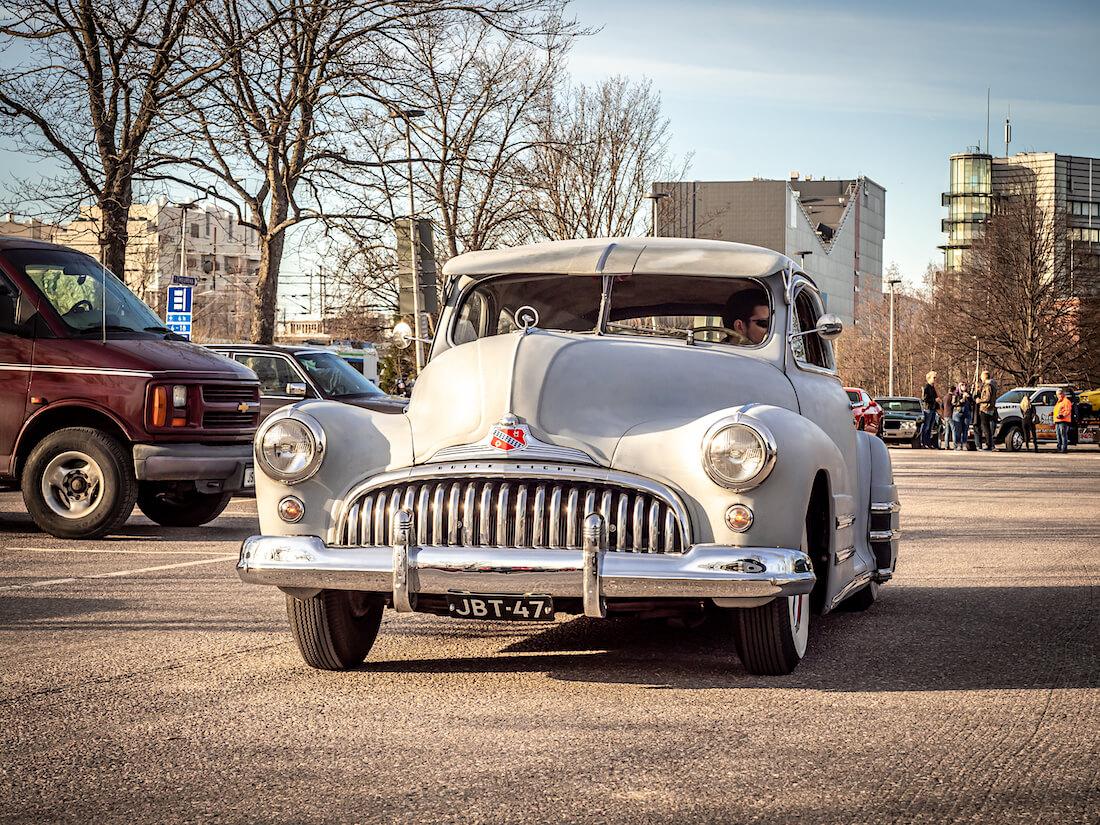 1947 Buick Special Custom Heurekan parkkipaikalla