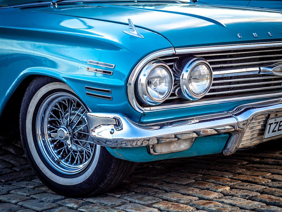 1960 Chevrolet impalan ajovalot ja keula
