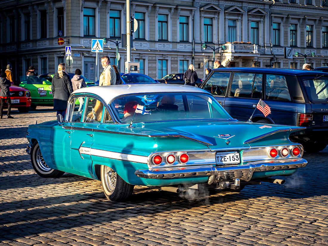 1960 Chevrolet impala pysäköi kauppatorille