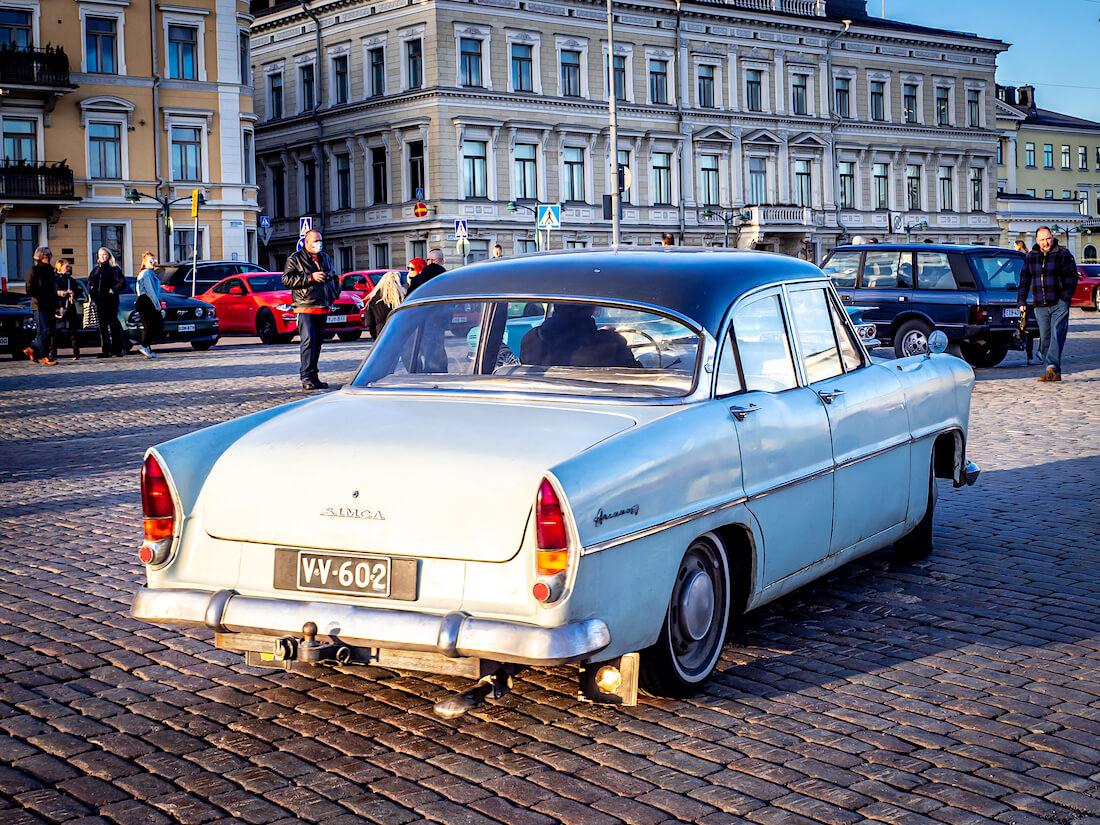 1962 Simca Ariane auringossa Helsingin kauppatorilla