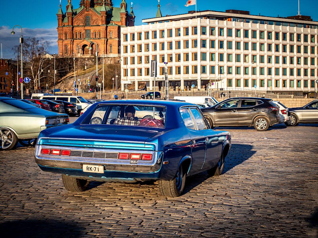 Sininen 1971 AMC Matador Helsingissä