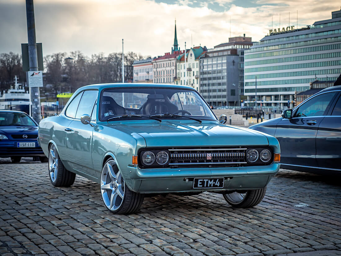 1971 Opel Commodore A GS coupe kaupptorilla
