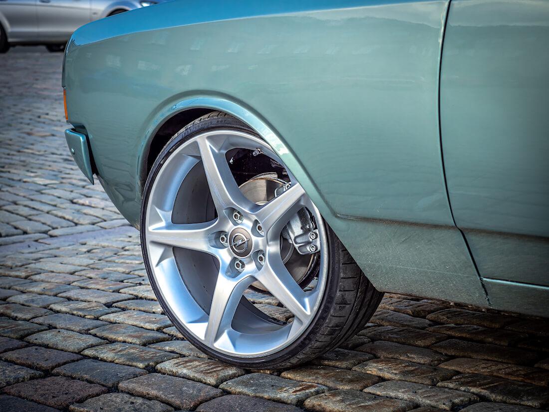 """19"""" alumiinivanne Opel Commodore A:ssa"""