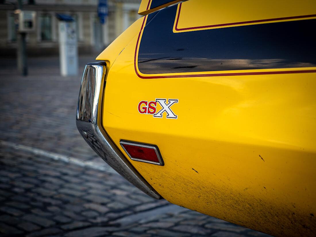 GSX-merkki Buickin takalokasuojassa