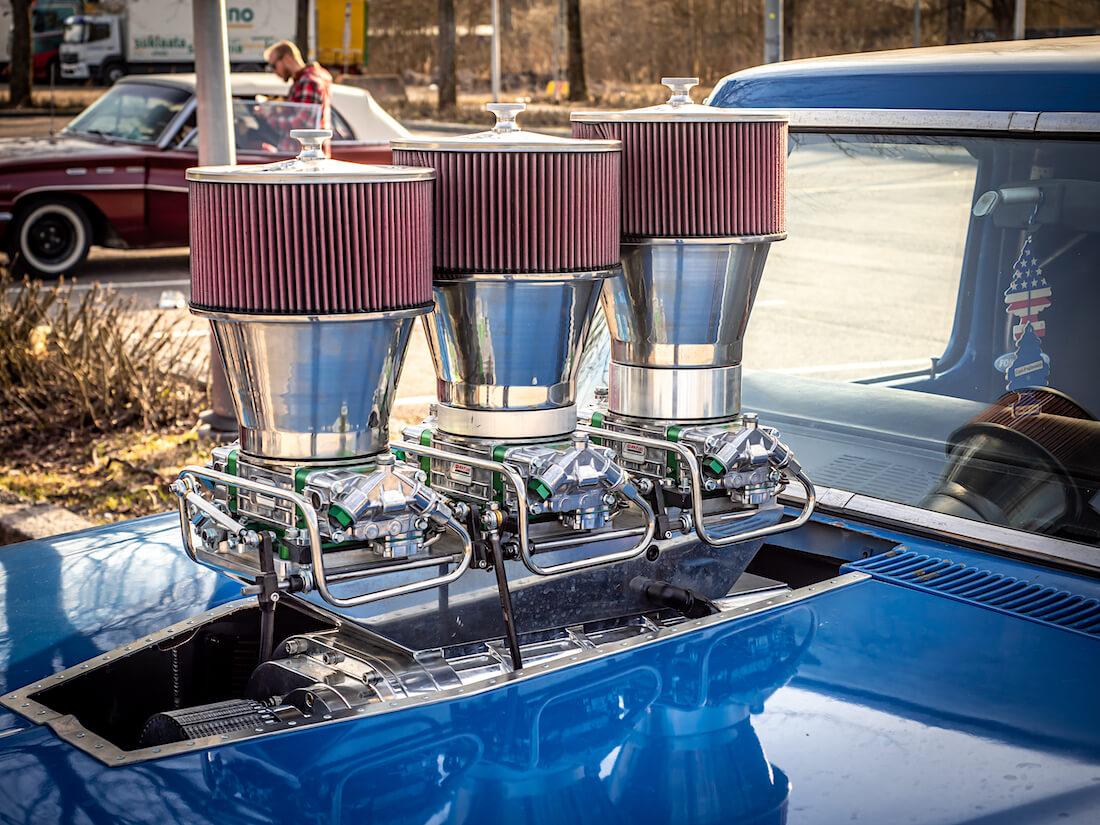 Ford F-250 custom pickupin 8.0L V8-moottorin imusarja