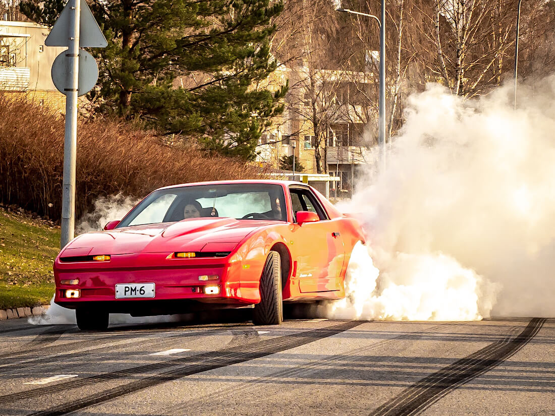 1990 Pontiac Firebird Trans Am burnout
