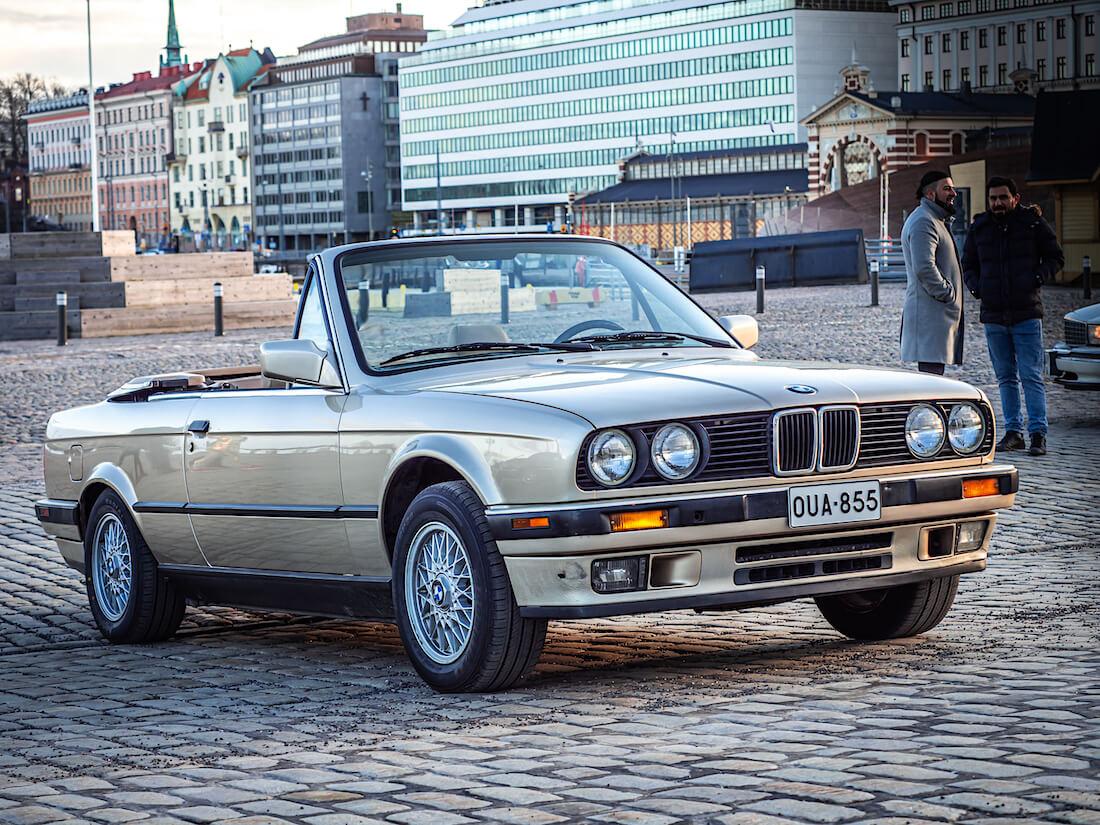 1991 BMW 325i avoauto Helsingin kauppatorilla