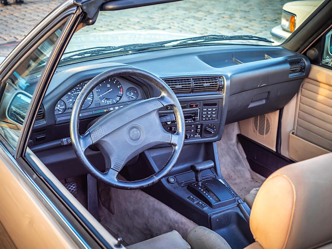 1991 BMW 325i avoauton ohjaamo