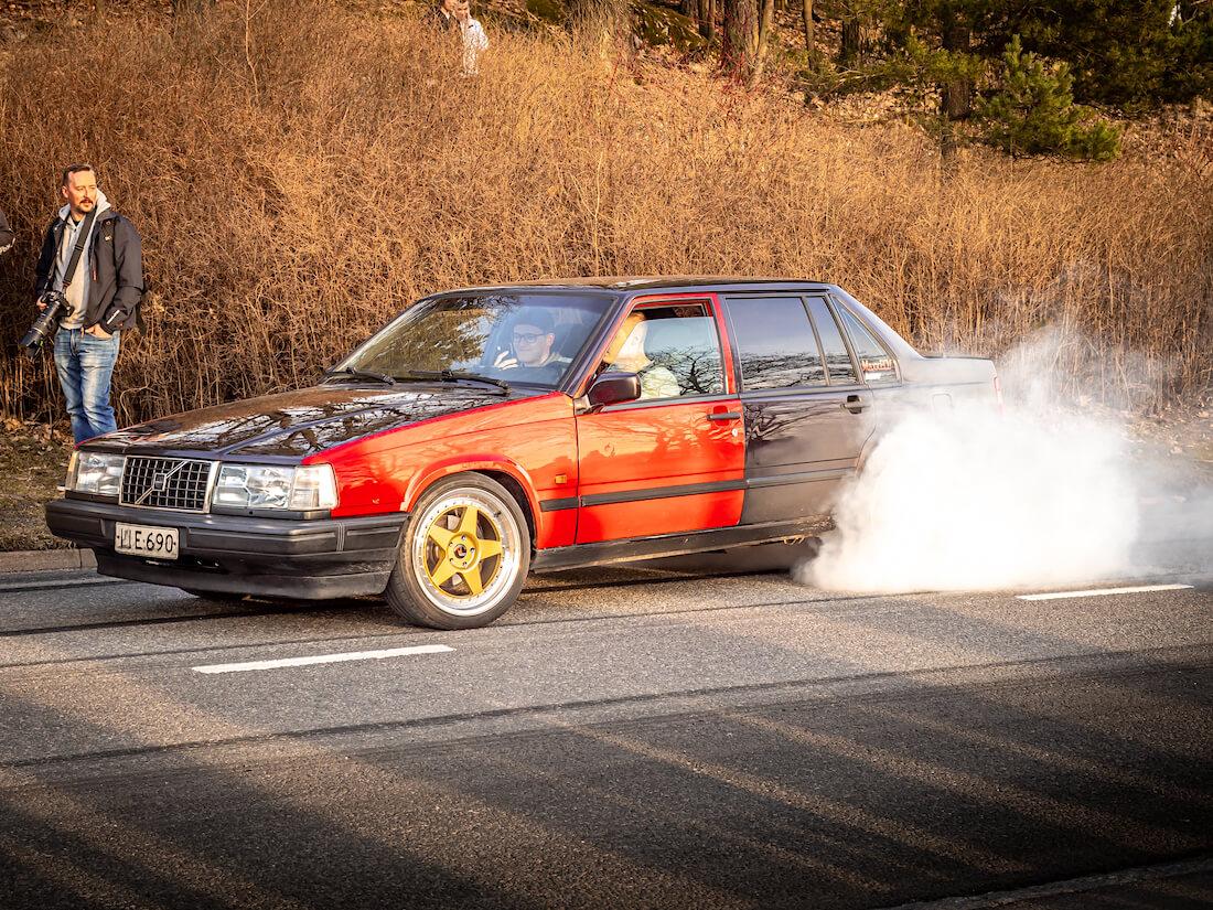 1998 Volvo 940 2.3ti polttaa kumia