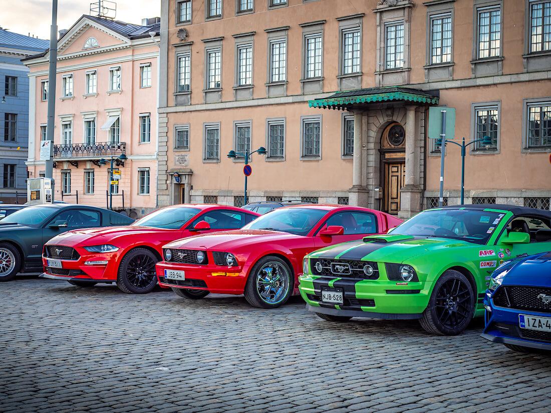 5gen ja 6gen Ford Mustangeja