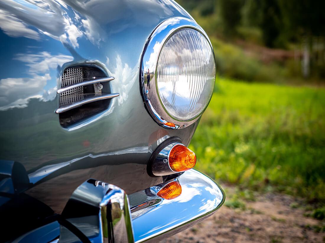 1957 Volkswagen Karmann Ghian ajovalo ja suuntavilkku