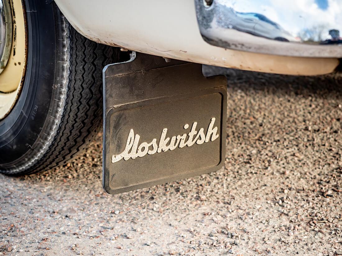 Moskvitsh-kuraläppä museoautossa