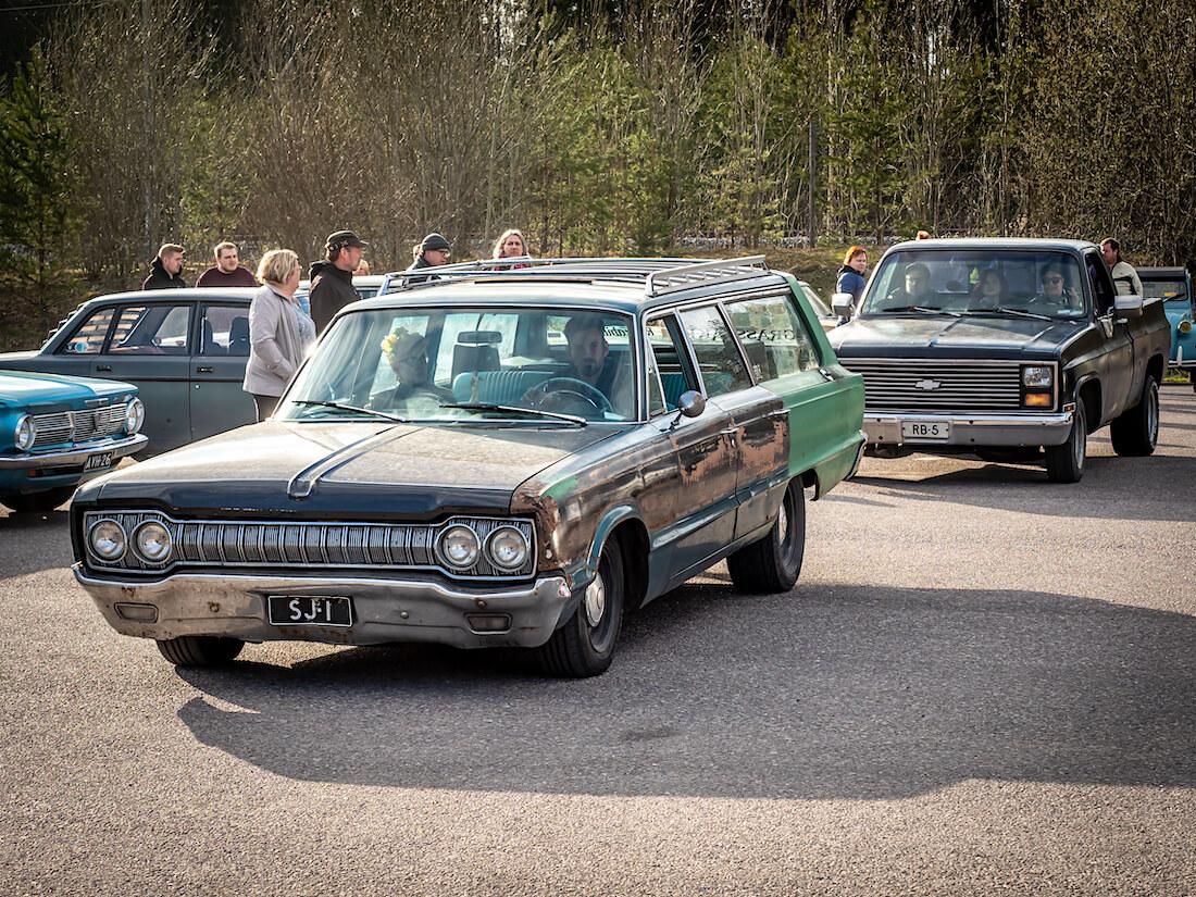 1965 Dodge Custom 880 ja 1981 Chevrolet Fleetside
