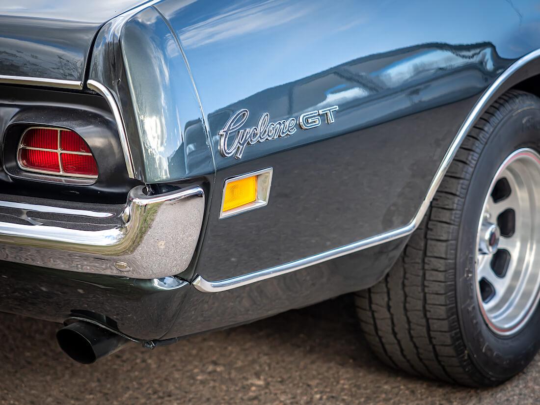 1970 Mercury Cyclone GT merkki takalokasuojassa