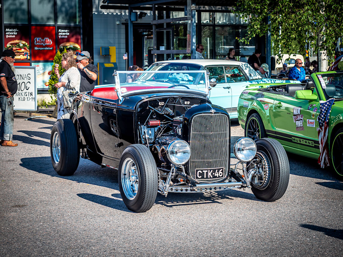 Musta 1932 Ford Roadster