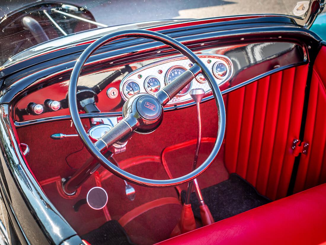 1932 Ford rodin punainen sisusta
