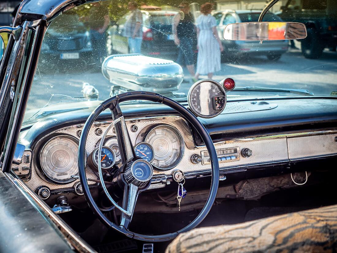 1959 Chrysler Windsorin kojelauta