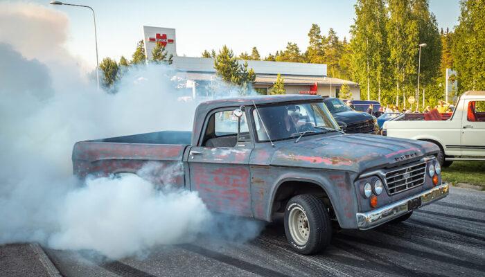 1965 Dodge D200 burnout