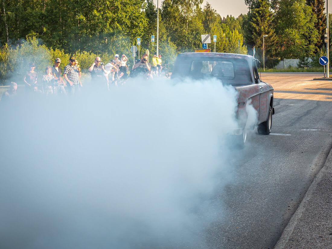 1964 Dodge D200 pickup burnout