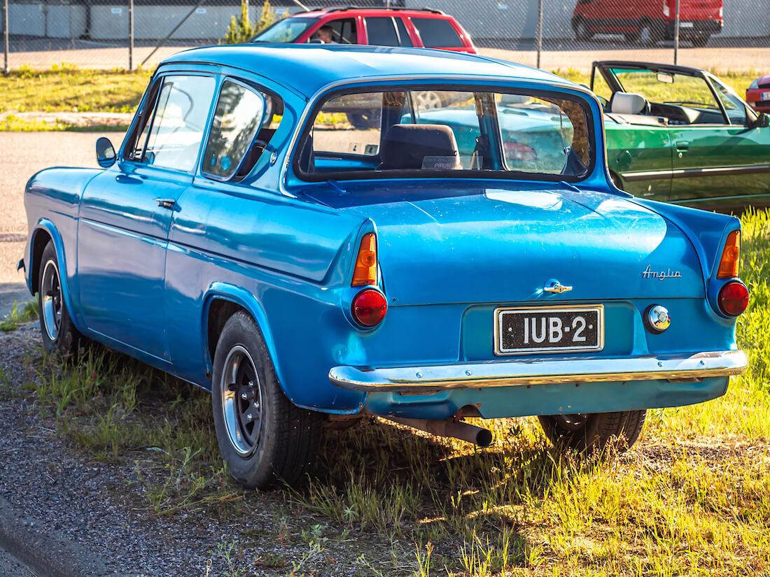 1965 Ford Anglia custom takaa