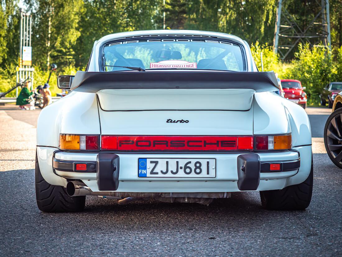 1982 Porsche 911 Turbo takaa