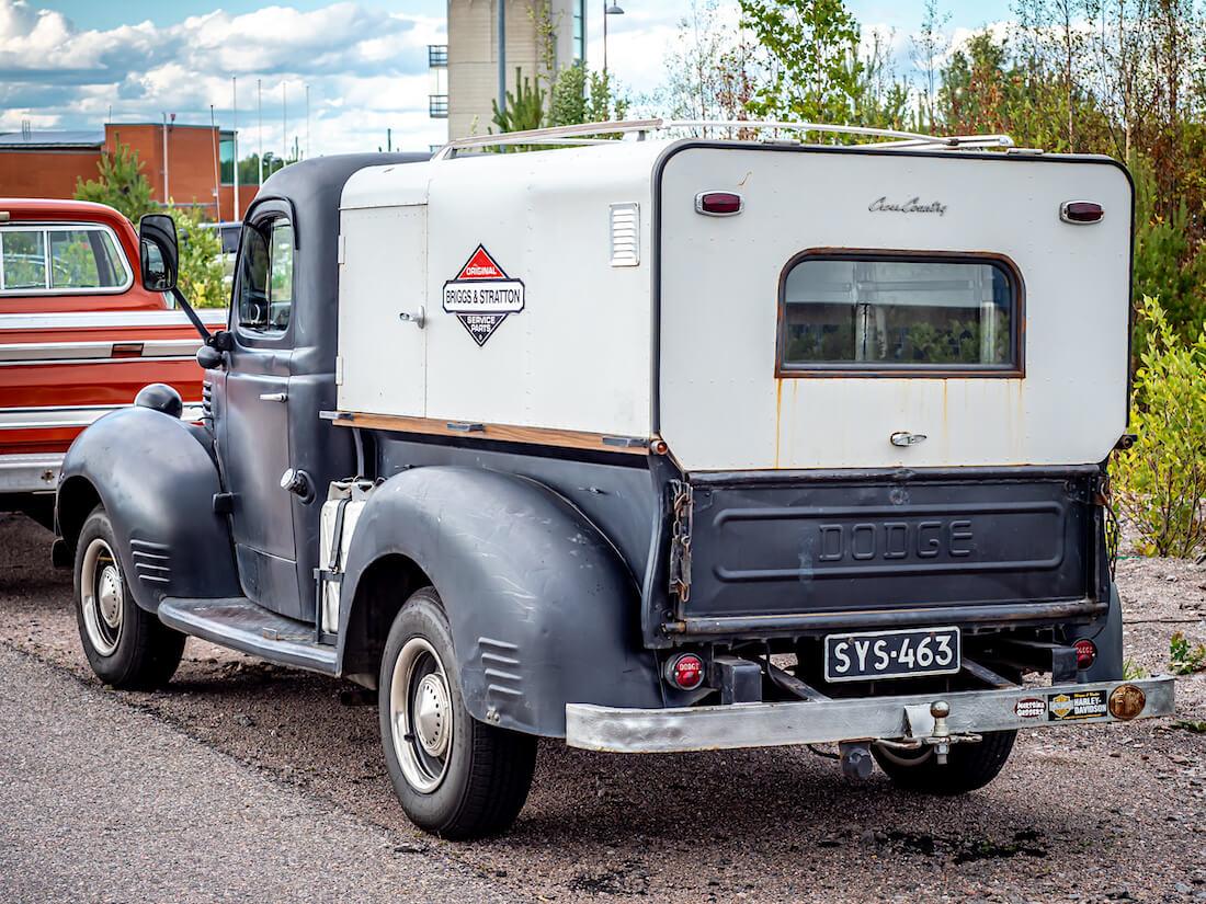1947 Dodge WC pickup takaa