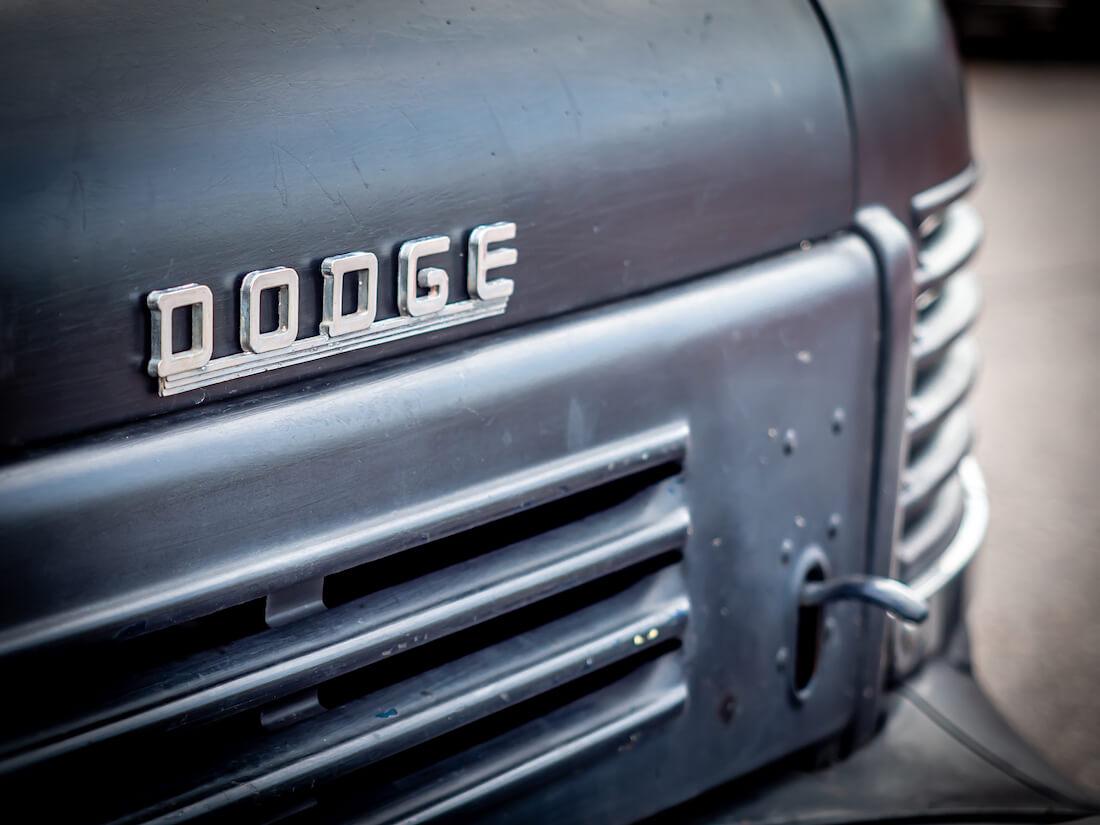 1947 Dodge-merkki konepellissä
